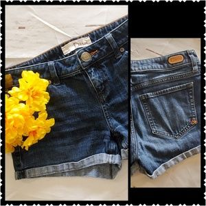 🔥Ditto's cuffed shorts size 26 dark wash low rise